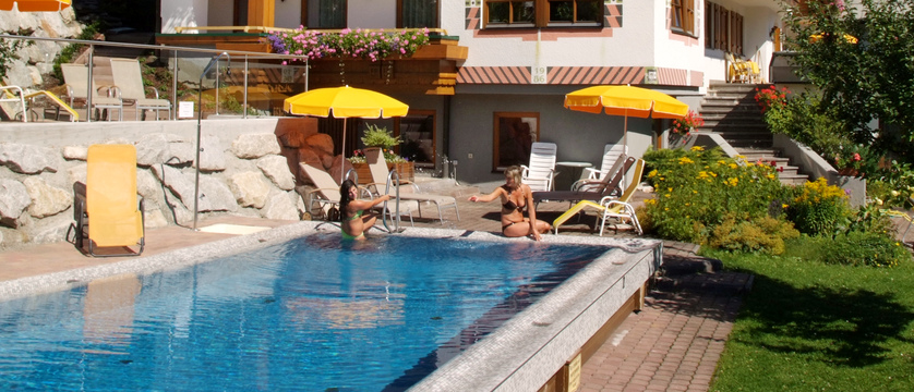outdoor-pool-landhaus-gappmaier-saalbach-austria.jpg